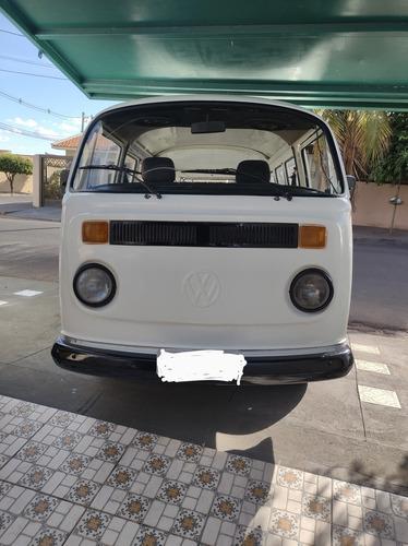 Volkswagen Kombi Versão 9 Lugares 1.6