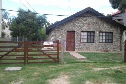 Casa En Alquiler En  La Barra, 2 Dormitorios .- Ref: 182
