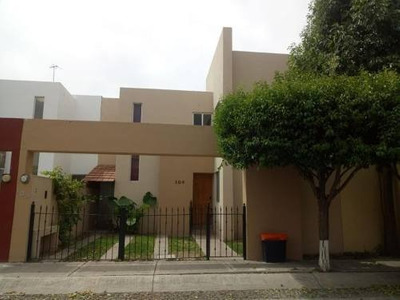 Casa Sola En Venta Fracc. Las Trojes San Cristobal