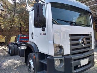 Vw 24250 Truck 6x2 Ano 2011/12 Com Ar Condicionado.
