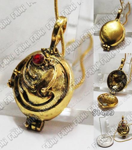 Imagen 1 de 5 de Collar The Vampire Diaries Relicario Dorado (tienda Friki)