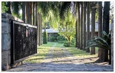 Imagen 1 de 30 de Venta-gran Chalet Esquina-frente Al Golf Club De Villa Allende