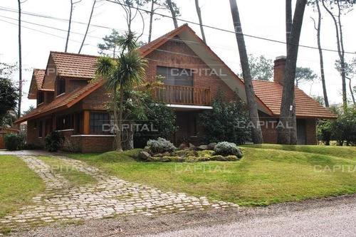 Casa Playa Mansa + 5 Dormitorios- Ref: 25195