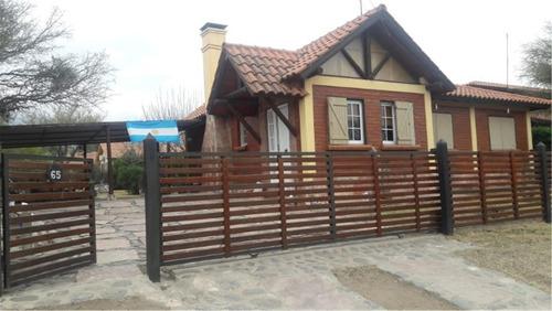 Complejo Turístico: Casa Principal + 2 Cabañas + 1 Piscina