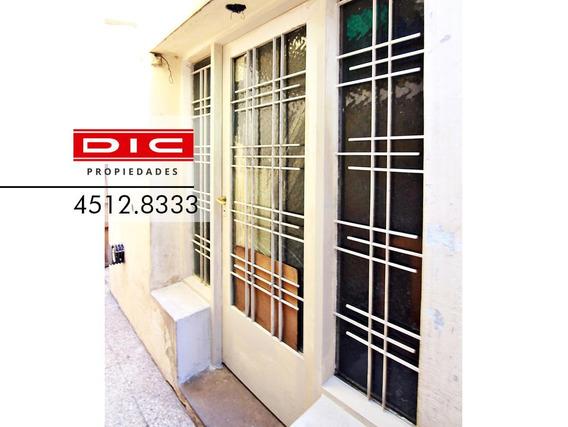 Casa 3 Amb Muy Buena Ubicación. Apto Crédito Hipotecario Para Modernizar- Carapachay
