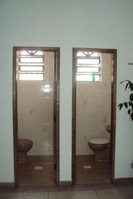 Excelente Casa Estilo Colonial, Em Ótima Localização, 2 Andares, 08 Quartos, 05 Salas, 01 Suite, 4 Banhos, 04 Vagas + Baração Nos Fundos. - 1014