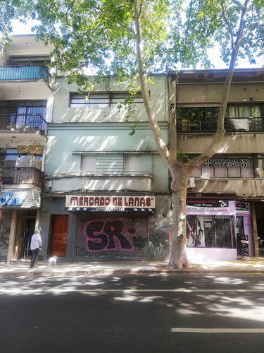 Edificio Céntrico Sobre La Calle Mercedes