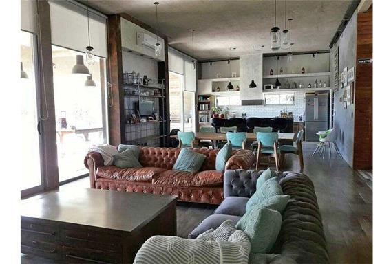 Casa De 4 Dormitorios Con Pileta En Villa Elisa