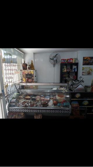 Local Comercial Con Patio,un Baño Y Kitchen