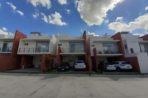 Casa En Venta En Fraccionamiento Cumbres Del Pedregal, Con Vigilancia Las 24 Hrs $3.6 Mdp