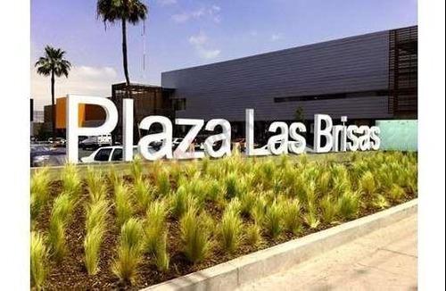 Local Comercial En Renta Ubicado Plaza Las Brisas En La Mesa