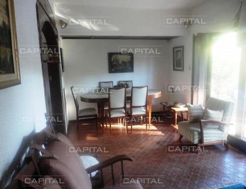 Casa De Tres Dormitorios En Alquiler Anual- Ref: 25055