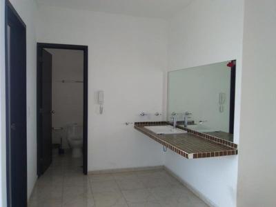 Casa Amplia Con Habitacion En Planta Baja