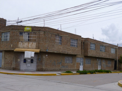 Se Vende Casa De Material Noble En Esquina De Una Avenida...