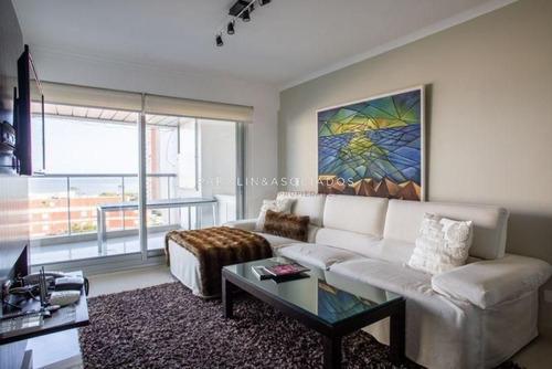 Departamento De 2 Dormitorios Miami Boulevard, Punta Del Este- Ref: 26