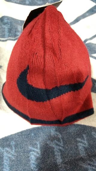 Boina Nike En Color Rojo Para Nino De 4/7 Años