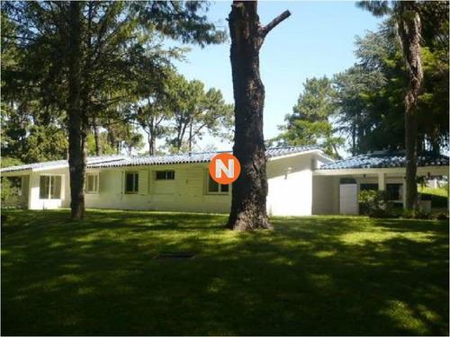 Casa En Venta Y Alquiler, Cantegril, Punta Del Este, 4 Dormitorios.- Ref: 207382