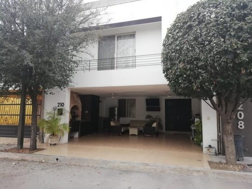 Casa En Venta En Calazadas De Anahuac