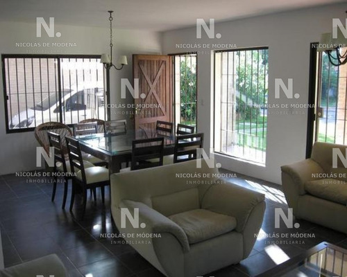 Funcional Casa A Metros De La Playa- Ref: 3912