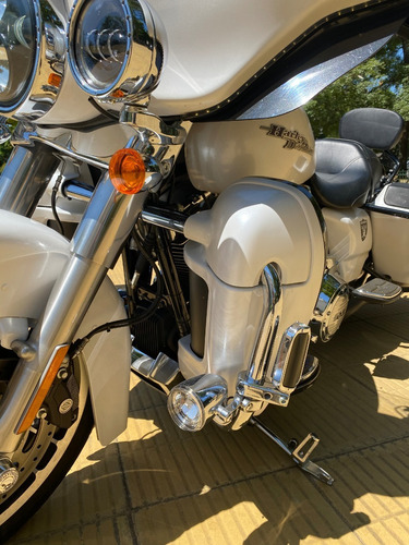 Harley Davidson Strett Glide  6.000 Km Unico Dueno Euipada