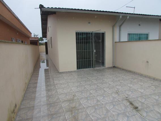 107-casa Á Venda Com 54 M², 2 Dormitórios Sendo 1 Suíte.