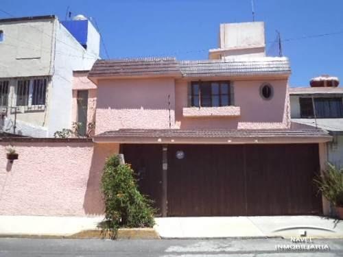 Casa Con Excelente Ubicación En Fraccionamiento. Cav-3727