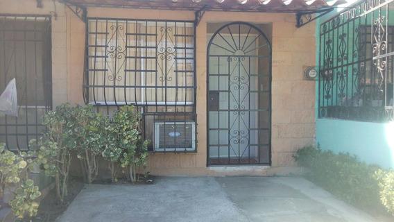 Casa C/muebles Col. Granjas Del Márquez Excelente Ubicación