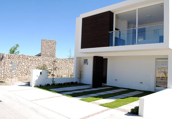 Se Vende Hermosa Casa En Cañadas Del Arroyo, 3 Recámaras, Jardín, Estudio, Lujo