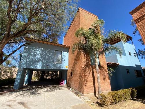Imagen 1 de 27 de Casa Residencial En Renta Amueblada Con Jardín En Privada De