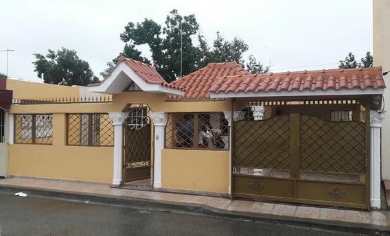 Se Vende Hermosa Casa En El Residencial Amalia San Isidro