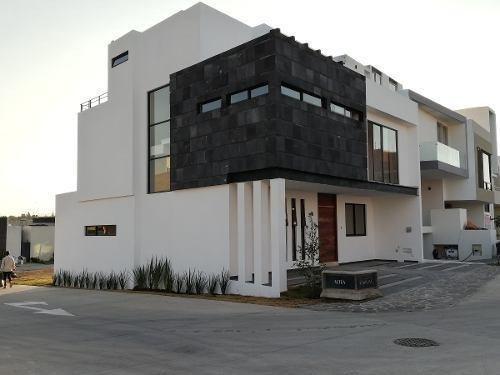 Hermosa Casa En Esquina En Coto Avellano