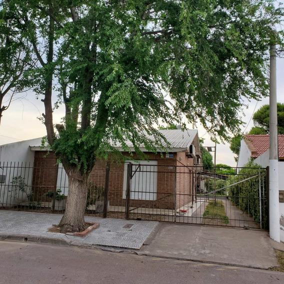 Alquilo Casa De 3 Dormitorios Con 2 Baños