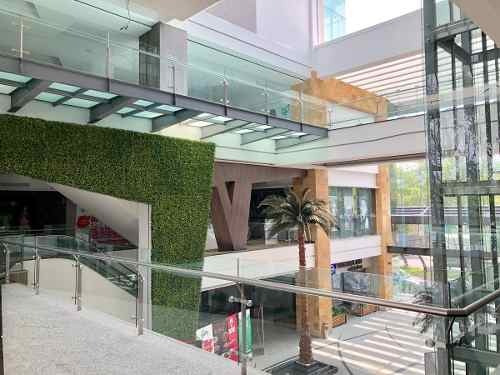 Local En Plaza Comercial Zona De Lomas Verdes