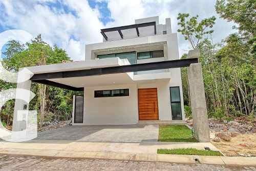 Casa En Venta En Cancun En Residencial Aqua Con 3 Rec