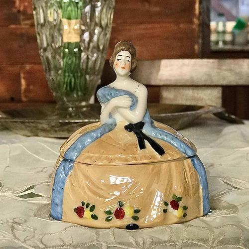 Imagen 1 de 6 de Alhajero De Porcelana Alemana Con Dama Antigua