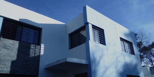 Muy Buena Zona Céntrica De El Pinar. Casa 3 Dormitorios.