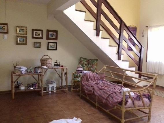 Linda Casa Em Peruíbe, 3 Quartos Total, Apenas 700m Do Mar!