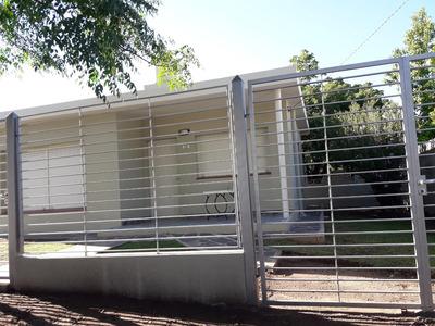 Casa De 2 Dormitorios, Cocina Comedor, Bañoybaño Y Cochera