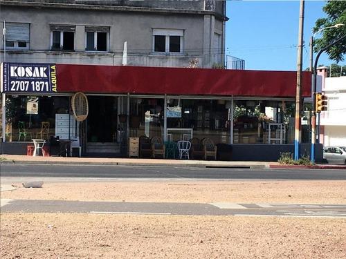 Local Comercial Esquina En Avenida Italia