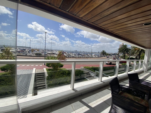 Excelente Apartamento Enfrente Al Puerto!- Ref: 2527
