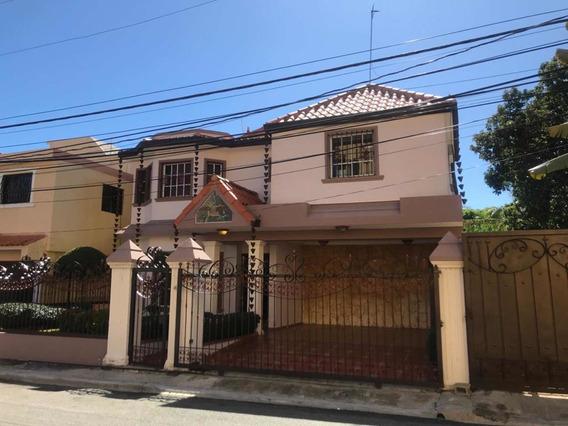Alquiló Amplia Casa En Autopista San Isidro