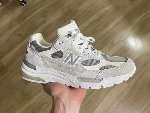 Tênis New Balance 992 Branco/cinza