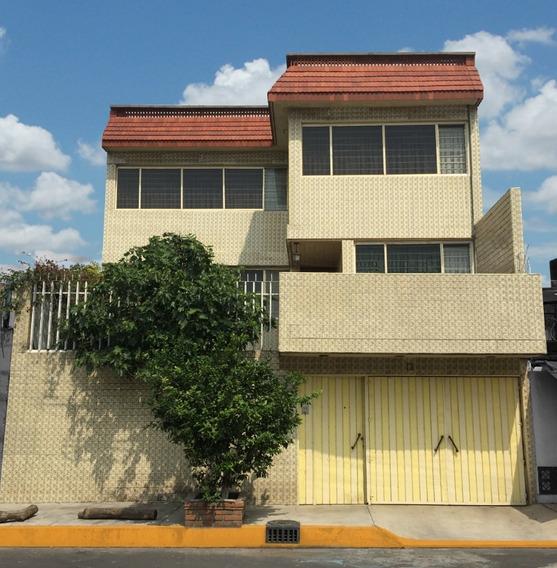 Casa Excelente Ubicación 5 Habitaciones 3 Niveles
