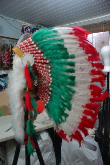 Cocar De Penas Indígena Americano Branco Verde Vermelho