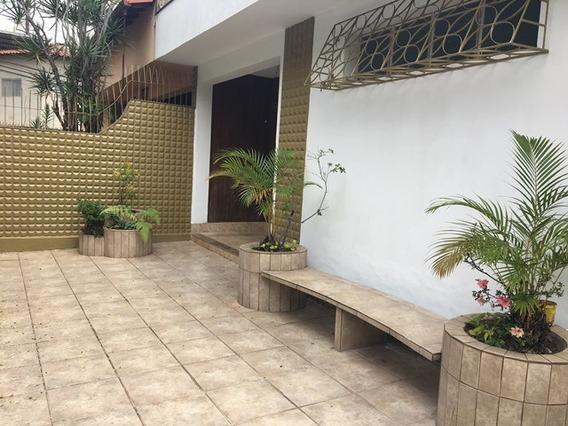 Casa De 03 Quartos No Bairro Sagrada Família - 2291
