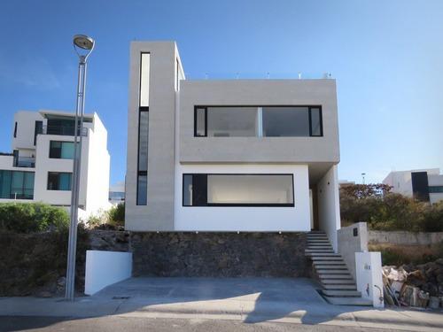 Casa Con Gran Diseño Y Vistas Espectaculares