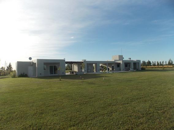 Casa Quinta De 1 Ha. En Barrio Malvinas
