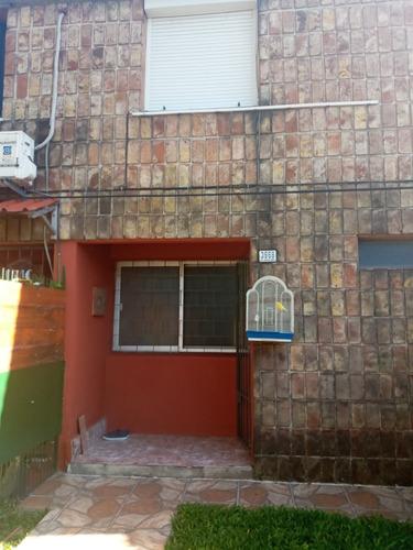 Casa 2 Dormitorios, Patio Y Jardin Al Frente. Barrio La Teja