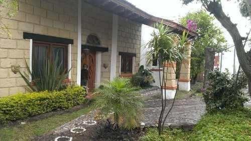Hermosa Residencia De Autor En Colinas Del Bosque, Excelente