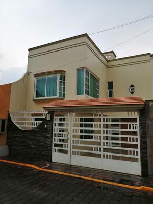 Casa En Privada, Excelente Ubicación En Toluca, Zona Urbana